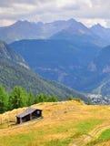 Boerderij in bergen royalty-vrije stock fotografie