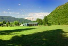 Boerderij in de vallei Royalty-vrije Stock Afbeeldingen