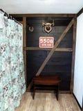 Boerderij uitstekende rustieke badkamers Stock Afbeelding