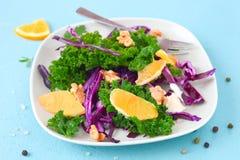 Boerenkool oranje salade royalty-vrije stock foto's