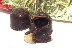 Boerochocolade met likeur en kers wordt gevuld die stock foto's