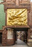 Boettcherstreet mit goldenem der Lichtbringer Lizenzfreie Stockfotos