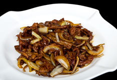 Boeuf avec de la sauce à oignon Image stock