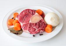Boeuf et légumes crus images stock