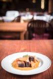 Boeuf et pommes de terre en sauce Image stock