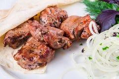 Boeuf grillé avec du pain pita et l'oignon Images stock