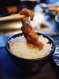 Boeuf grillé par Japonais sur le riz Photos libres de droits