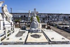 Bogactwo dekorował grób przy Rzymskokatolickim Cementerio losu angeles Reina cmentarzem w Cienfuegos, Kuba Obraz Stock
