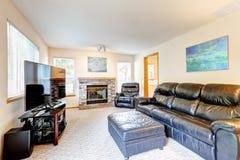 Bogaty czarny rzemienny meblarski ustawiający dla rodzinnego pokoju Zdjęcie Royalty Free