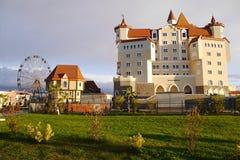 Bogatyr-Hotel am frühen Morgen ADLER, RUSSLAND Stockfotografie