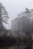 Bogen-Bischofs-Palast im Nebel Stockbild