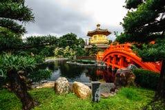 Bogen-Brücke und Pavillon Stockfoto