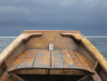 Bogen des alten Rudersportbootes Stockfotografie