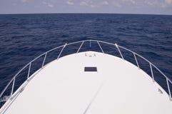 Bogen des Charter-Fischerbootes Stockbild