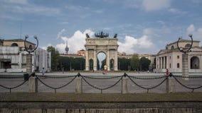 Bogen des Friedens in Mailand stockfotos