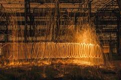 Bogen des Lichtes von brennendem steelwool Lizenzfreie Stockfotos