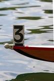 Bogen eines Rudersportskiffs Stockfotos