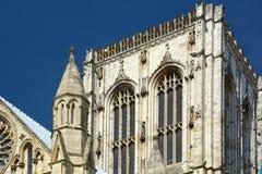 Bogen en pijlers op de Munster van York stock afbeelding