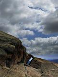 Bogen gegen Wolken Stockbild