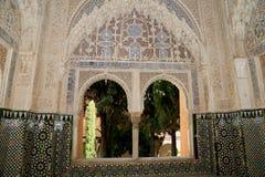 Bogen in Islamitische (Moorse) stijl in Alhambra, Granada, Spanje Stock Afbeelding