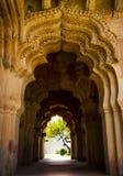 Bogen in Lotus Mahal in Hampi, Indien lizenzfreies stockfoto