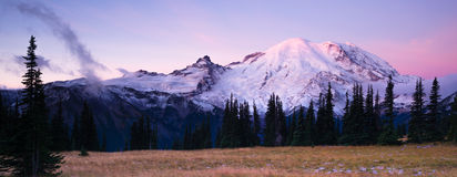 Bogen Sonnenaufgang Mt Rainier National Park Cascade Volcanic Lizenzfreies Stockbild