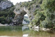 Bogen Vallon Pont d, ein natürlicher Bogen im Ardeche Stockbilder