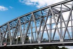 Bogen van de brug van de metaalspoorweg Stock Afbeeldingen