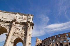 Bogen von Constantine und von colosseum (Rom Italien) Lizenzfreie Stockfotos