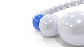 Bogen von weißen Kugeln mit einem Blau Lizenzfreie Stockfotos