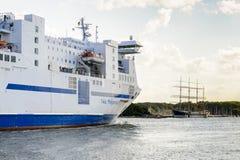 Bogenansicht des Nils Holgersson-Passagierschiffs lizenzfreies stockfoto
