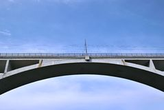 Bogenbrücke Stockfotos