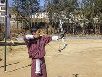Bogenschießen in Bhutan lizenzfreie stockfotos