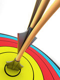 Bogenschießenziel mit zwei Pfeilen Lizenzfreie Stockfotografie