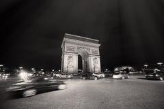 Bogentriumphbogen triomphe Nachtfahrt gaulle Europa-Europäer Napoleon-Marksteins Paris Frankreich berühmte triumphale französisch Lizenzfreie Stockfotografie