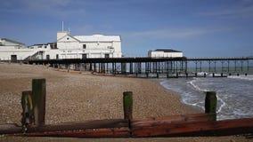 Bognorregis strand en pijler West-Sussex Engeland het UK stock videobeelden
