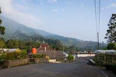 Bogor, Индонезия - SEPT. 1, 2017: Спокойствие и красивое утро в деревне Cibodas, Bogor стоковые изображения