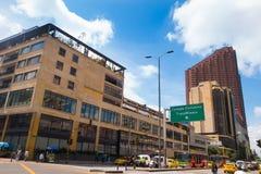 BOGOTÁ, COLÔMBIA - OUTUBRO, 11, 2017: Arquitetura da cidade de Bogotá, rua de Carrera 7 a 6a e a construção do BD Bacata em Bogot Fotografia de Stock Royalty Free