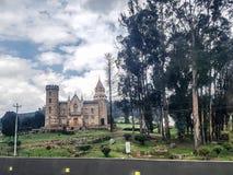 Bogota Colombia; April 13 2019: Förbluffa sikt av marroquinslotten, ett gammalt hus nära Bogota fotografering för bildbyråer