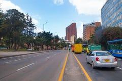 BOGOTA COLOMBIA - OKTOBER, 11, 2017: Bogota cityscape, Carrera 7 den 4th gatan och byggnaden för BD Bacata i Bogota Royaltyfri Foto