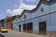 Bogota Colombia - Oktober 1, 2013: Typisk gata av touristy D Arkivbild