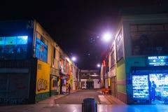 BOGOTA, COLOMBIA - 11 OTTOBRE, 2017: Bello punto di vista all'aperto della gente non identificata che cammina nelle vie di dowtow Immagini Stock