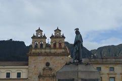 Bogota historisk kyrka och staty arkivbilder