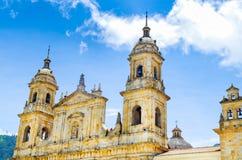 BOGOTA, KOLUMBIA PAŹDZIERNIK 22, 2017: Główny plac z kościół, bolivara kwadrat w Bogota, Kolumbia, ameryka łacińska Zdjęcie Stock