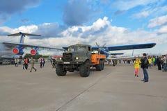 Bogsera flygplan Royaltyfri Fotografi