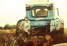 bogserad traktormedelsikt Royaltyfri Fotografi