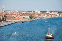 Bogserbåt i Venedig Arkivbild