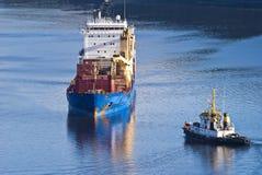 Bogserbåten herbert möter bbc Europa i fjordbilden 20 Arkivfoton
