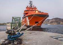 Bogserbåtfartyg och havsräddningsaktion fotografering för bildbyråer