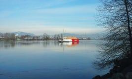 Bogserbåtfartyg och pråm Arkivfoton